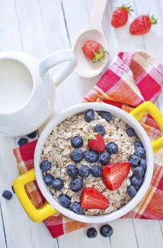 Retete de mic dejun pentru un abdomen plat: 3 idei! - Andreea Raicu Healthy Meal Prep, Healthy Recipes, Abdomen Plat, Acai Bowl, Oatmeal, Deserts, Food And Drink, Meals, Breakfast