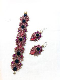 Bracelet and earrings jewelry.Made in tatting technique.