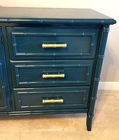 My Bamboo is Peacock Blue Good color for dining chairs. Tutorial on spray painting furniture (update Spray Paint Dresser, Spray Paint Furniture, Furniture Update, Bamboo Furniture, Repurposed Furniture, Furniture Projects, Furniture Making, Furniture Makeover, Painted Furniture