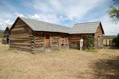"""Cabaña de Butch Cassidy, Sundance Kids y Etha Place. Ubicada a 12 kilómetros de """"El Rincón"""" sobre la ruta provincial nº 71, ésta cabaña fue habitada por una banda de delincuentes norteamericanos que, perseguidos en su país, emigraron a Cholila (Chubut) en 1902."""