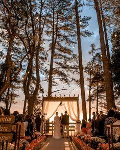 Essential OutDoor Wedding Tips - Wedding Tips 101 Perfect Wedding, Dream Wedding, Wedding Day, Party Decoration, Wedding Decorations, Wedding Locations, Wedding Venues, Rustic Boho Wedding, Wedding Types
