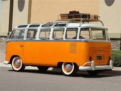 Best classic cars and more! Vw Kombi Van, Volkswagen Bus, Vw T1, Kombi Clipper, Vw Caravan, Vw Camper, Campers, Carros Vintage, T1 Samba