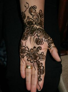 10 Black Mehndi Designs That Will Never Go Out Of Fashion; Here are 10 black mehndi designs that are trending right now, and will help you stand out from the crowd of regular Paisleys on your big day!