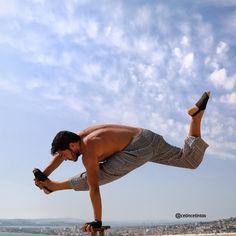 Flying Split , Onearm handstand