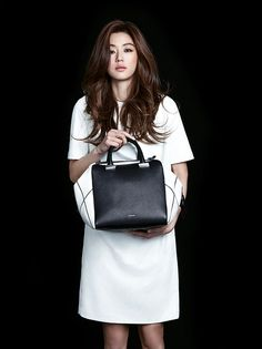 Classy Cool Jeon Ji Hyun Models Bags for Rouge and Lounge Summer 2014 Collection Korean Hair Color Brown, Hair Color Asian, Brown Hair Colors, Jun Ji Hyun Hair, Jun Ji Hyun Makeup, Jun Ji Hyun Fashion, Long Layered Haircuts, Permed Hairstyles, Soyeon