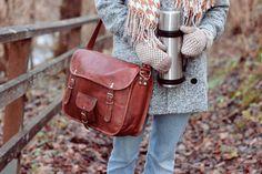 """Die Collegetasche Alex 15"""" ist der perfekte Begleiter für Uni und Arbeit und sorgt für neidische Blicke unter Kommilitonen und Kollegen. Im angesagten Vintage-Look bietet Dir die Tasche genügend Platz für Deine wichtigsten Sachen im Alltag - Lederumhängetasche - Gusti Leder - U1"""