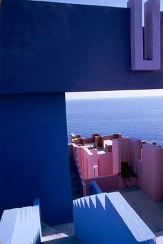 Galería de Clásicos de Arquitectura: La Muralla Roja / Ricardo Bofill - 21
