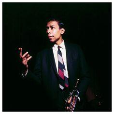 Lee Morgan fue un trompetista estadounidense de jazz, representante del hard bop, que nació un día como hoy, el 10 de julio de 1938.