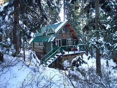 Backcountry ski cabin on Hollyburn Mountain near Vancouver, BC. My Mom has a cabin not too far from this one! Tiny Cabins, Cabins And Cottages, Log Cabins, Winter Cabin, Cozy Cabin, Bungalows, Cabins In The Woods, Log Homes, Abandoned Places