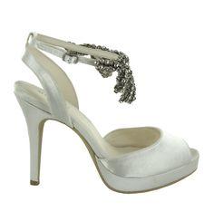 Zapato de novia en satín con pedrería de Menbur (ref. 6473) Satin bridal shoes by Menbur (ref. 6473)