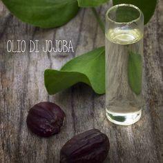 OLIO DI JOJOBA Dr. Giorgini - Olio di jojoba puro al 100%, applicato su pelle e capelli, si rivelerà un vero elisir di bellezza: è caratterizzata da un contenuto elevato di preziosi elementi come vitamine del gruppo B, vitamina E, rame e zinco. #olio #jojoba #elasticizzante #rivitalizzante http://www.drgiorgini.it/index.php/serojojo50-drg-olio-di-jojoba-50-ml