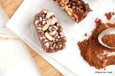 Snoepen van pure ingredienten. Met deze chocolade rijstwafel repen gaat dat lukken. Rijstwafels, cacao, gemengde noten, kokosolie en honing, that's it!
