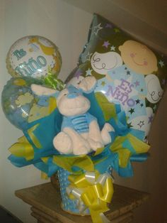 El nacimiento de tu bebito, un sencillo arreglo para un gran momento. Tres globos, lazos de colores y un perrito de peluche azul #venezuela #nacimiento #baby #caracas Baby Boy Shower, Baby Ideas, Babyshower, Balloons, Children, Shop, Gifts, Gift Shops, Birth