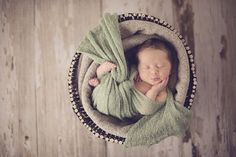 Want to shoot better newborn photography? These inexpensive everyday objects are great props that are both safe and attractive.