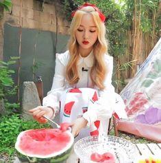 Kpop Girl Groups, Korean Girl Groups, Kpop Girls, It Icons, My Girl, Cool Girl, Olivia Hye, Sooyoung, Kpop Aesthetic