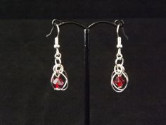 Dangle chainmaille earrings with red Swarovski by Naturezjewels, Chainmaille, Swarovski Crystals, Dangles, Creativity, My Etsy Shop, Drop Earrings, Red, Jewelry, Fashion