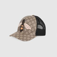 A classic baseball cap shape in GG Supreme canvas featuring the bee 540a06f2eeb