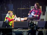 Foo Fighters cancel two shows after Dave Grohl fractures leg in stage fall Dave Grohl  #DaveGrohl