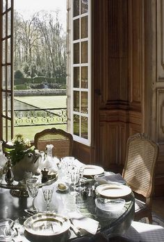 French country chateau, breakfast nook, open window, back yard. Open Window, French Country House, Country Living, Deco Table, French Decor, Interior Exterior, Beautiful Homes, Hotels, House Design