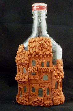 Fimo polymer clay: houses on a bottle Clay Jar, Fimo Clay, Polymer Clay Projects, Polymer Clay Creations, Polymer Clay Art, Bottle Art, Bottle Crafts, Deco Kids, Clay Fairies
