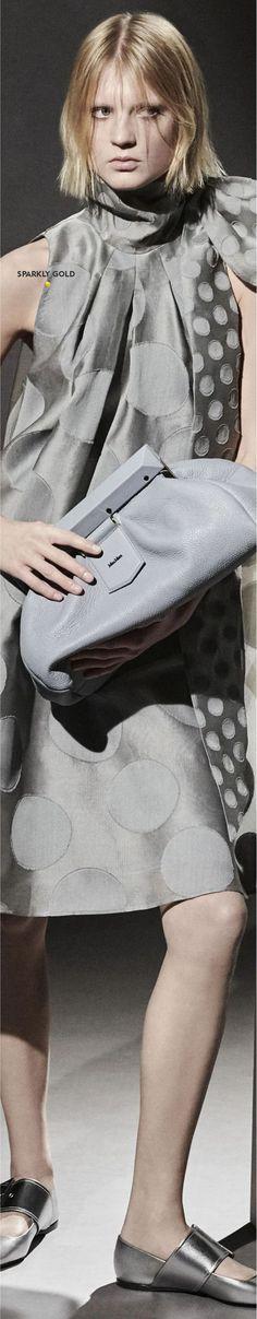 Max Mara Pre-Fall 2021 Max Mara, Shades Of Grey, Catwalk, Feminine, Color Fashion, Couture, Fall, Coat, Pink