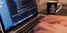 Framtidens viktigaste språk är helt klart digitala. För att hänga med i utvecklingen kan du lära dig själv lite grundläggande Python eller HTML - och här kan du faktiskt göra det både enkelt och gratis.