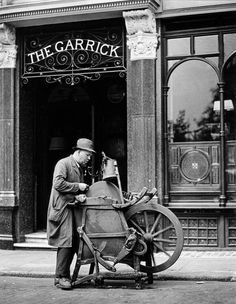 Casimir Beltrami, knife-grinder, Charing Cross Road, London by Wolf Suschitzky Victorian London, Vintage London, London History, British History, Old Pictures, Old Photos, Vintage Photographs, Vintage Photos, Knife Grinder