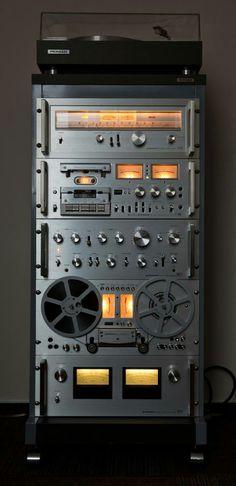 Фото High End Audio For The Passionates. Radios, Recording Equipment, Audio Equipment, Som Retro, Mc Intosh, Pioneer Audio, Radio Amateur, Cd Player, Audio Room