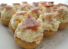 Křupavé košíčky s vynikajícím bramborovým salátem. Vhodné na párty nebo různé oslavy nebo jen tak k dobrému večernímu filmu.