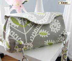 Free Purse Pattern.. Looks like some tweaking along with making it bigger and it could be a nice gym roll bag.. I need to find a pattern similar to the Converse roll to tote bags on their website.