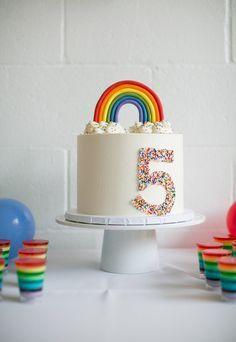 Rainbow birthday cake | Pastel de cumpleaños de arcoiris