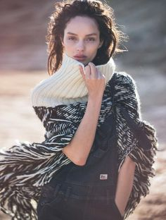 Luma Grothe is captured by David Bellemere for Marie Claire Italia November Styled by Elisabetta Massari. Hair by Brian Buenaventura. Luma Grothe, Desert Fashion, Wild Fashion, Lace Dress With Sleeves, Knitwear Fashion, Marie Claire, Fashion Pictures, Editorial Fashion, Trendy Fashion