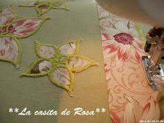 La casita de Rosa: Porta tijeras y Alfiletero con tira hilos. Patchwork Bags, Scissors, Personalized Items, Sewing, Baby Hats, Tejidos, Pink, Hand Soaps, Handmade Crafts
