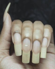 Summer is hot, you should learn the design of these 12 nails and be bold to use the color. Cute Nails, Pretty Nails, Fingernail Health, Long Natural Nails, How To Grow Nails, Strong Nails, Summer Acrylic Nails, Healthy Nails, Rhinestone Nails