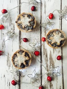 Healthy and simple mince pies for guilt free Christmas #vegan #vegetarian #cleaneating