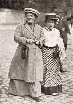1910 г. Клара Цеткин и Роза Люксембург