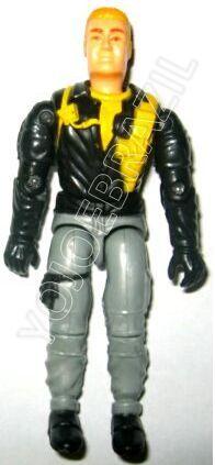 Descrição:  O Cérebro (Cérebro) foi lançado no Brasil em 1995 (Série 12) pela companhia de Brinquedos Estrela, a figura corresponde ao modelo swivel arm (com movimento nos cotovelos). Trata-se da versão nacional do Undercover Operative [Mace] fabricado em 1993 pela Hasbro pela série G.I. JOE.