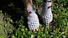 Crochet Grey Crocodile Stitch Dragon Scales Handwarmers Fingerless Mittens  www.etsy.com/listing/503685105/crochet-grey-crocodile-stitch-gloves
