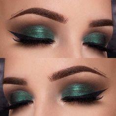 Green Eye Makeup Idea for Christmas