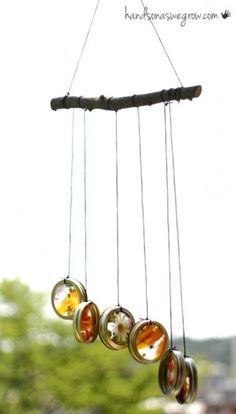 Stunning suncatcher wind chimes the kids can make. Mason jar rings + contact paper + flowers, leaves