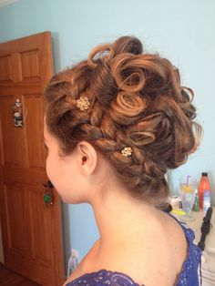 Greek goddess inspired hairstyle | French braid wrap around with gold pins for decor | for long hair; mine was also ombréd. Greek Goddess Hairstyles, Desserts To Make, French Braid, Greek Hair, Braids, Hair Beauty, Dreadlocks, Long Hair Styles, Inspired
