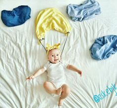 Over 40 cool baby photos ideas for a creative photo shoot - Parenting Funny Baby Pictures, Baby Girl Pictures, Baby Boy Photos, Newborn Pictures, Newborn Baby Photography, Children Photography, Baby Kalender, Monthly Baby Photos, Monthly Pictures