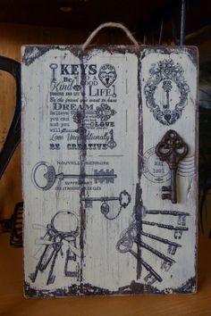 Cuadro con llaves Tree Crafts, Wood Crafts, Diy And Crafts, Arts And Crafts, Decoupage Art, Decoupage Vintage, Arte Pallet, Image New, Vintage Wood Signs
