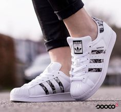 Lente betekent bloemen (op je schoenen) https://www.sooco.nl/adidas-superstar-witte-lage-sneakers-28726.html