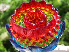 layers of color -- Hayseed Homemakin': Vintage Glass Garden Ornaments Glass Garden Flowers, Glass Plate Flowers, Glass Garden Art, Flower Plates, Glass Birds, Glass Art, Gold Glass, Garden Junk, Lawn And Garden