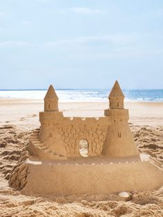 tips for beautifull and easy sandcastles on beach with seashells