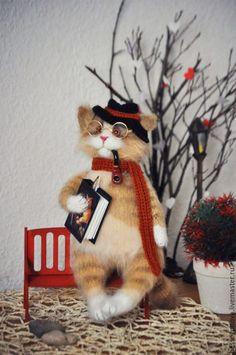 Авторская игрушка вязаный кот ПИСАТЕЛЬ 28-30 см (возможен другой размер) Выполнен спицами и крючком из мохера