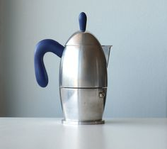 *** Zazà by Guzzini 3 cups, vintage coffee maker *** The rounded shape of this coffee maker was designed in 1994 by Silvana Angeletti e Daniele Italian Espresso, Italian Coffee, Hot Coffee, Coffee Shop, Coffee Maker, Fresh Coffee Beans, Coffee Cans, Coffee Meets Bagel, Espresso Maker