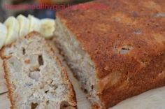 Banana Apple Bread is sooo moist - I love having this for breakfast during autumn! #skinnyms #cleaneating