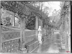 Rosaleda en el Parque del Retiro. Archivo Lladó (ACCHS-CSIC).